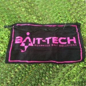 APRON TOWEL Black & Pink Ręcznik Bait-Tech Kod: 2501500 Odzież wędkarska