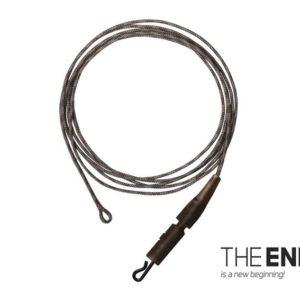 Zestaw trzech gotowych elementów do montażu ołowiu. Delphin THE END Klips Leadcore + PIN składa się z trzech kawałków 1m linki o wytrzymałości 45 lbs i trzech klipsów PIN z klipsem do szybkiej wymiany przyponu lub innego elementu.