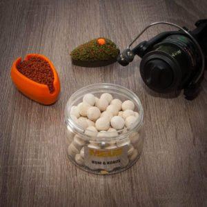 Tonące kulki haczykowe serii Spectrum. Dzięki swojej otoczce wabią ryby od razu po wrzuceniu do wody poprzez szybkie uwalnianie intensywnego aromatu. Jest to idealna przynęta do method feeder.